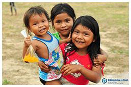 Drei Kinder aus Madre de Dios